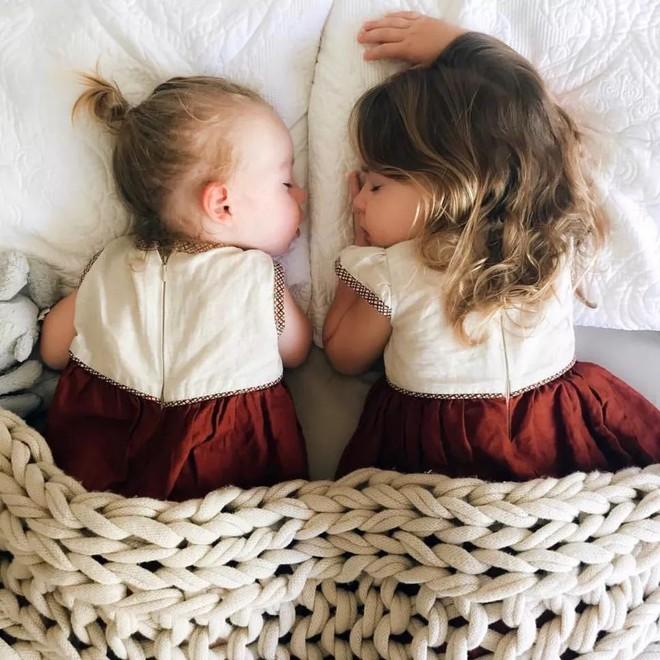 Có một bà mẹ chỉ chụp ảnh con ngủ mà cũng gây sốt đến thế - Ảnh 6.