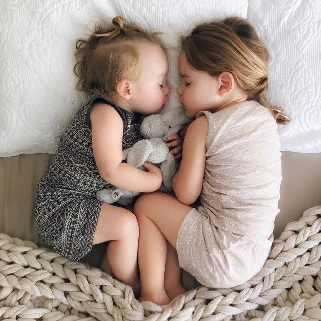 Có một bà mẹ chỉ chụp ảnh con ngủ mà cũng gây sốt đến thế - Ảnh 13.