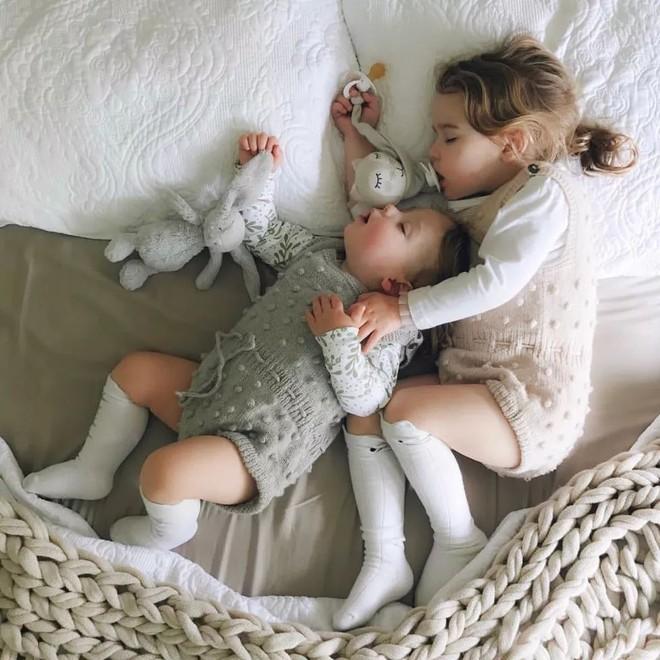 Có một bà mẹ chỉ chụp ảnh con ngủ mà cũng gây sốt đến thế - Ảnh 17.