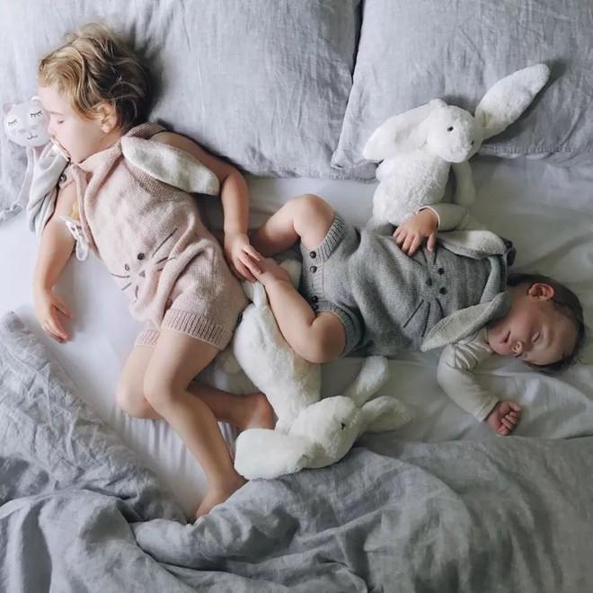 Có một bà mẹ chỉ chụp ảnh con ngủ mà cũng gây sốt đến thế - Ảnh 19.