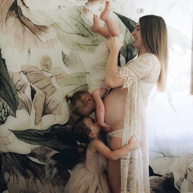 Có một bà mẹ chỉ chụp ảnh con ngủ mà cũng gây sốt đến thế - Ảnh 24.
