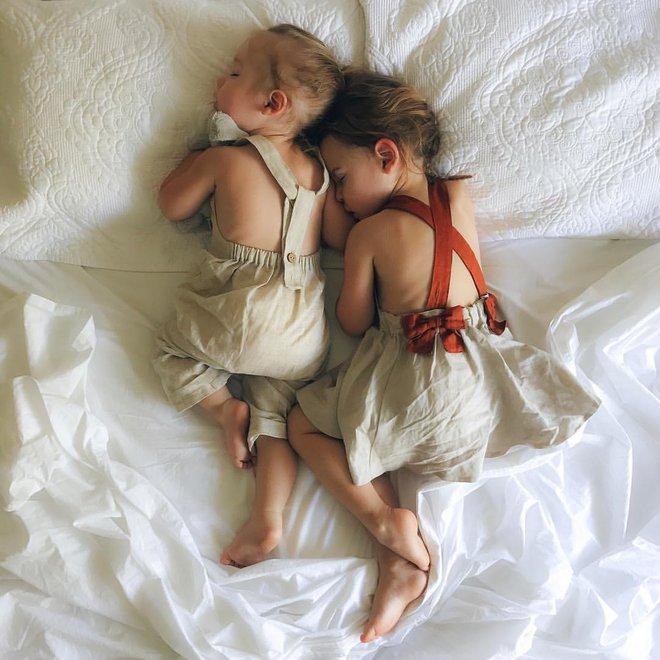 Có một bà mẹ chỉ chụp ảnh con ngủ mà cũng gây sốt đến thế - Ảnh 26.