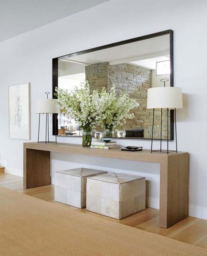 Chỉ cần một chiếc bàn nhỏ đủ khiến cho lối hành lang gia đình bạn ghi điểm   - Ảnh 1.