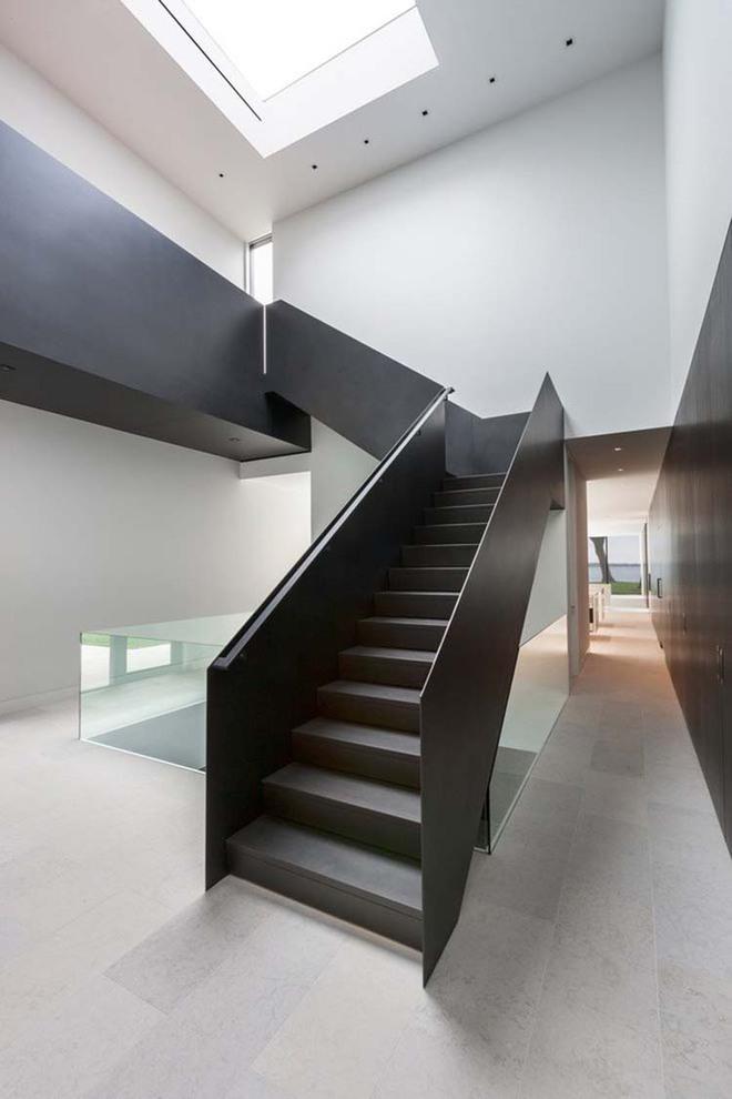 Nếu bạn nghĩ đơn giản sẽ khó tạo ấn tượng thì phải nhìn ngay những mẫu cầu thang này - Ảnh 1.