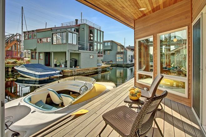 Ngôi nhà nổi trên mặt hồ với đầy đủ các phòng chức năng lúc nào cũng tràn ngập ánh sáng - Ảnh 6.