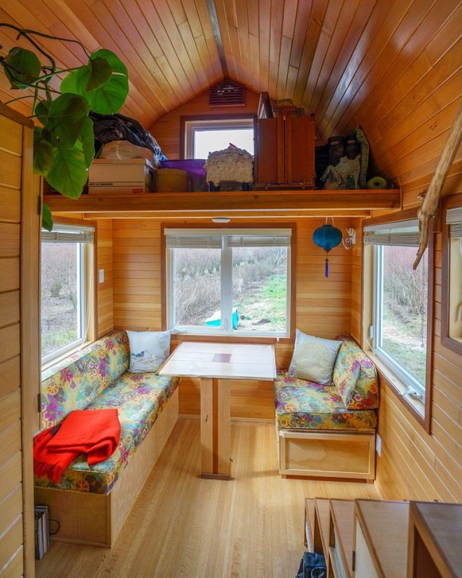 Chán cảnh thuê nhà đắt đỏ, cặp vợ chồng tự xây căn nhà nhỏ xíu nhưng đầy đủ tiện nghi giữa cánh đồng - Ảnh 3.
