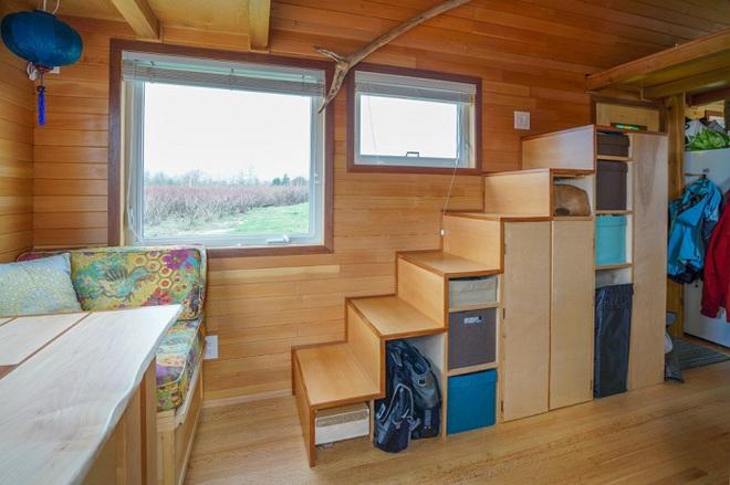 Chán cảnh thuê nhà đắt đỏ, cặp vợ chồng tự xây căn nhà nhỏ xíu nhưng đầy đủ tiện nghi giữa cánh đồng - Ảnh 6.