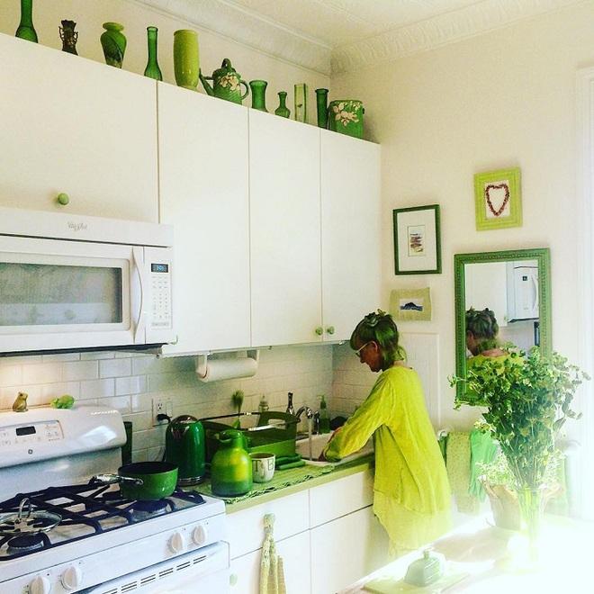 Cụ bà 75 tuổi khiến mọi người phấn khích với cuộc sống trong ngôi nhà chỉ toàn màu xanh lá - Ảnh 6.