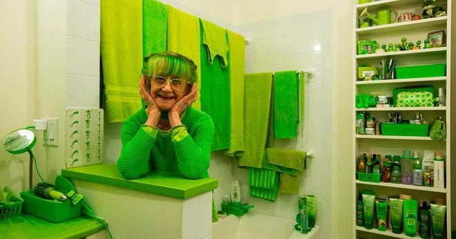 Cụ bà 75 tuổi khiến mọi người phấn khích với cuộc sống trong ngôi nhà chỉ toàn màu xanh lá - Ảnh 7.