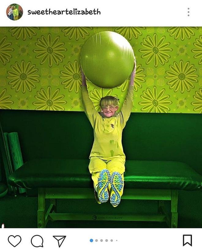 Cụ bà 75 tuổi khiến mọi người phấn khích với cuộc sống trong ngôi nhà chỉ toàn màu xanh lá - Ảnh 8.