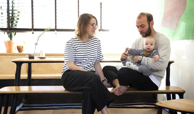 Căn hộ nhỏ bình yên với gam màu tự nhiên của vợ chồng trẻ này lại là mơ ước của biết bao người - Ảnh 1.