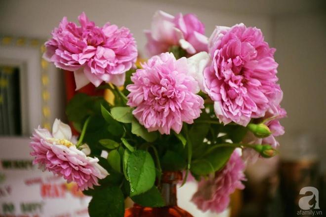 Ngắm ban công chỉ vỏn vẹn 2,2m² nhưng có tới hơn 20 chậu hồng thơm ngát ở Sài Gòn - Ảnh 16.