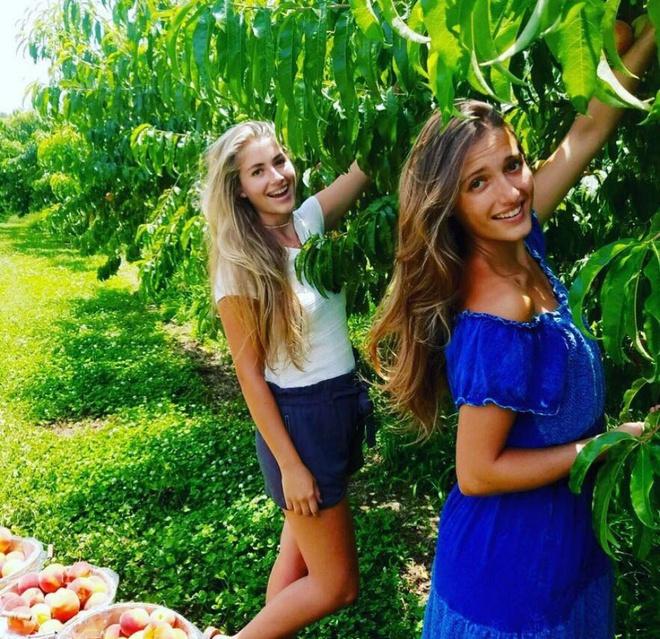 Khu vườn rộng thênh thang đầy ắp rau củ quả sạch của hai chị em gái 9x - Ảnh 1.