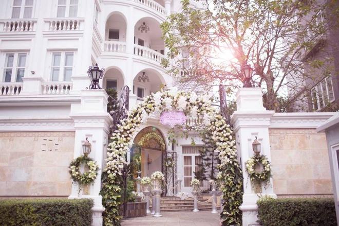 Vườn rau sạch được trồng trên sân thượng biệt thự tiền tỷ của Nữ hoàng sắc đẹp Toàn cầu Ngọc Duyên - Ảnh 2.