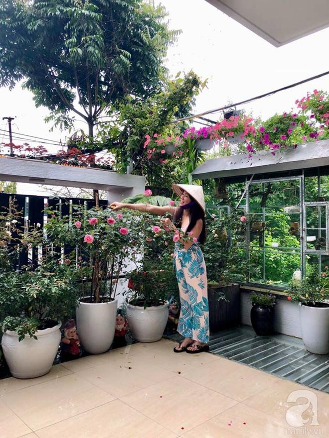 Khoảng sân rộn ràng hoa lá cùng tiếng chim ca vô cùng yên bình của bà mẹ 3 con ở Nghi Tàm, Hà Nội - Ảnh 2.