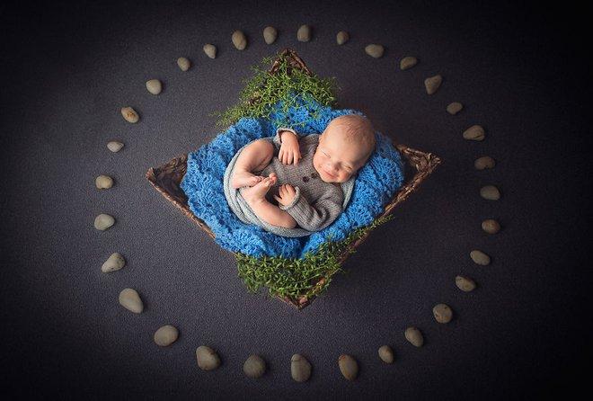 Ngất ngây với chùm ảnh những em bé sơ sinh cuộn tròn say ngủ - Ảnh 4.