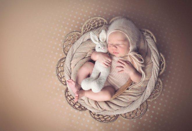 Ngất ngây với chùm ảnh những em bé sơ sinh cuộn tròn say ngủ - Ảnh 22.