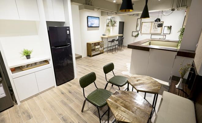 Căn hộ đẹp sang trọng và độc đáo với thiết kế nhiều phòng ngủ vừa ở vừa kinh doanh homestay rất hiệu quả - Ảnh 1.
