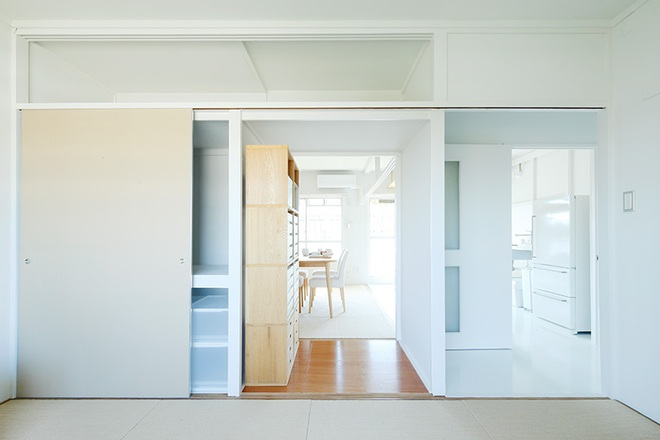 """Căn hộ nhỏ 56m² thoáng sáng bất ngờ nhờ tiện nghi """"tối giản"""" ở Nhật - Ảnh 10."""