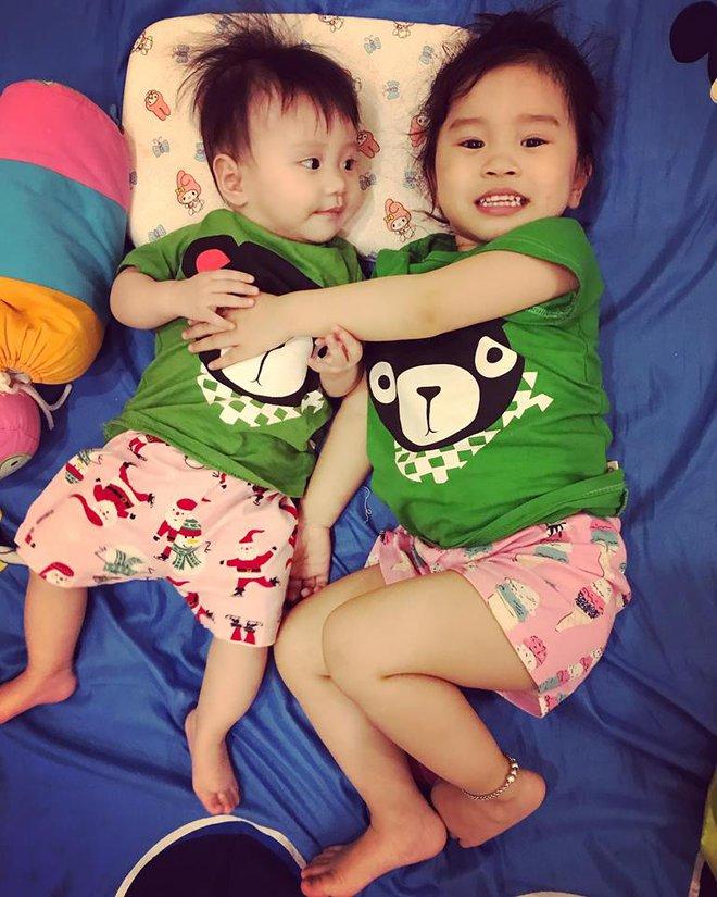 Học lỏm bí quyết mẹ trẻ rèn con tự ngủ từ 1 tháng tuổi, chăm một lúc hai con nhỏ vẫn nhàn tênh - Ảnh 5.