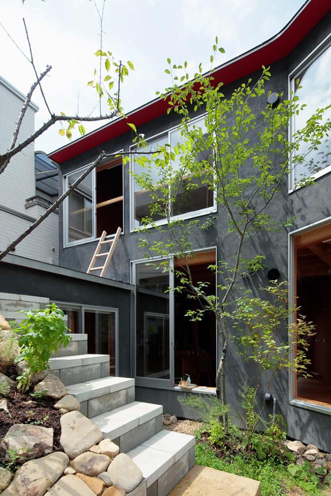 Ngôi nhà hai tầng đẹp lạ lùng được thiết kế theo phong cách tối giản nhìn xa như một cây nấm nhỏ ở Nhật - Ảnh 3.