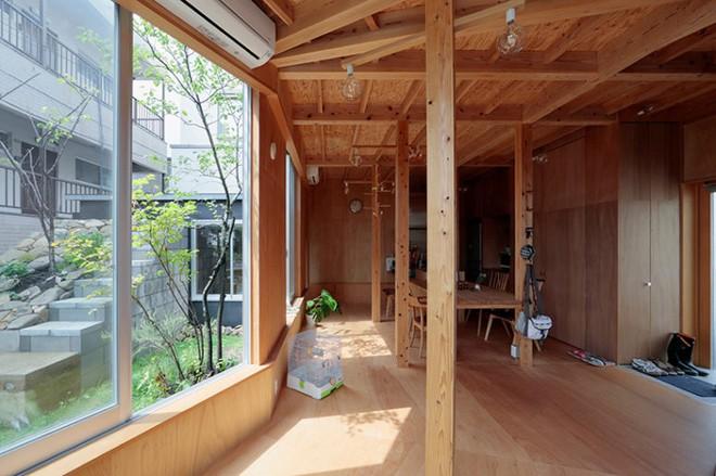 Ngôi nhà hai tầng đẹp lạ lùng được thiết kế theo phong cách tối giản nhìn xa như một cây nấm nhỏ ở Nhật - Ảnh 5.