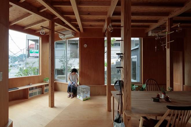 Ngôi nhà hai tầng đẹp lạ lùng được thiết kế theo phong cách tối giản nhìn xa như một cây nấm nhỏ ở Nhật - Ảnh 7.