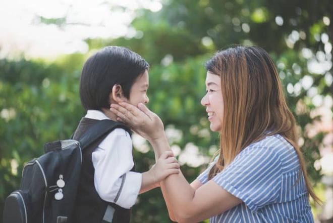 Hãy hỏi con những câu hỏi này để biết một ngày ở trường của trẻ ra sao - Ảnh 1.