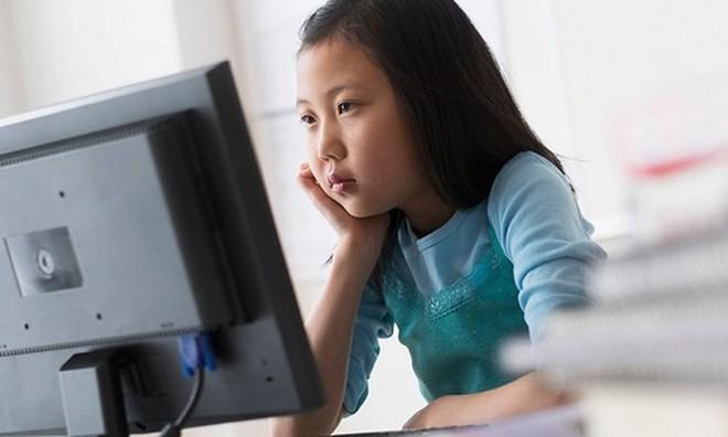 Những sai lầm tai hại của cha mẹ khi cho trẻ dùng điện thoại, máy tính - Ảnh 2.