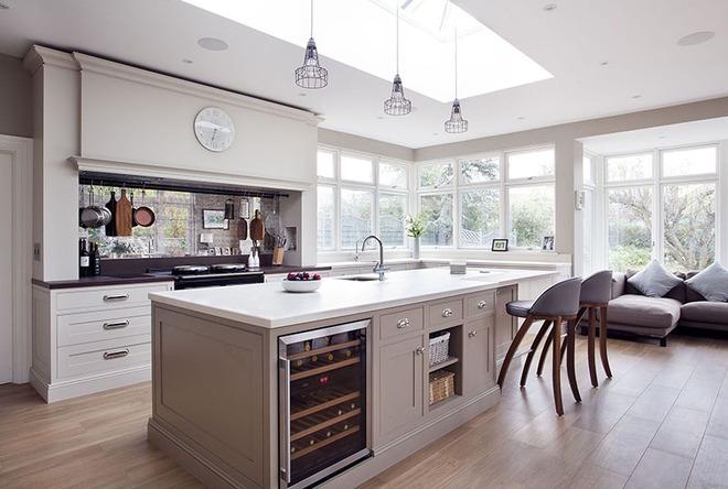 Chỉ nhờ một yếu tố nhỏ này thôi mà căn bếp gia đình trông đẹp hơn gấp mấy phần - Ảnh 2.