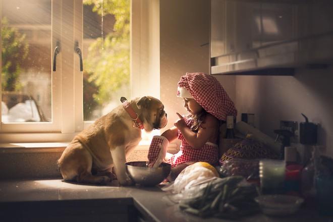 Ngắm những thiên thần bé nhỏ say gấc bên thú cưng đáng yêu - Ảnh 19.