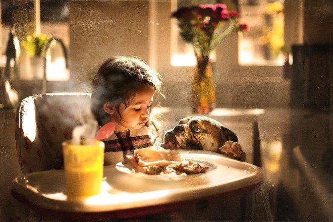 Ngắm những thiên thần bé nhỏ say gấc bên thú cưng đáng yêu - Ảnh 20.