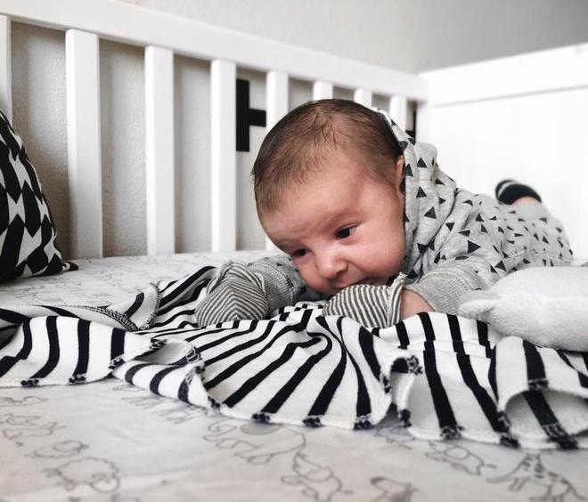 Đắp chăn cho trẻ nhỏ khi ngủ, bố mẹ nhất định phải nhớ nguyên tắc tối quan trọng này - Ảnh 2.
