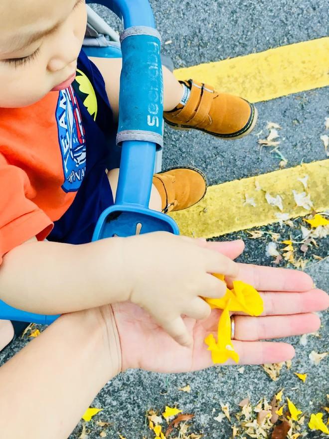 Gặp bà mẹ siêu sáng tạo hay gom rác chơi với con, lợi đủ trăm đường mà không tốn mấy đồng mua đồ chơi - Ảnh 2.
