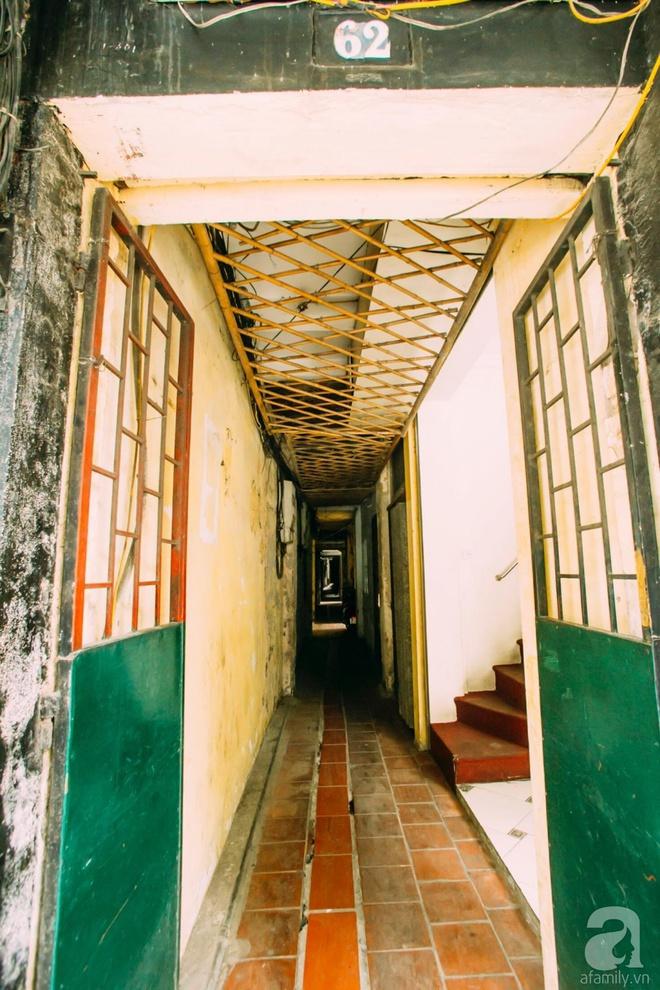 Ngôi nhà ở phố cổ Hà Nội đẹp như một bức tranh hoài niệm về quá khứ, tạo nên cảm giác yên bình và vô cùng lãng mạn - Ảnh 1.
