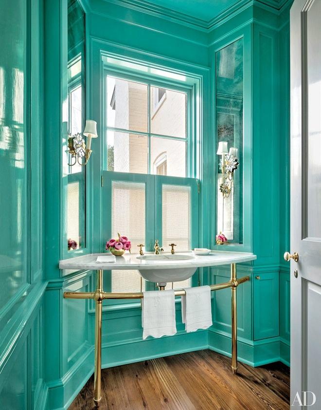 Chọn màu ngọc lam cho nhà tắm chính là xu hướng thiết kế mới nhất trong năm tới - Ảnh 2.
