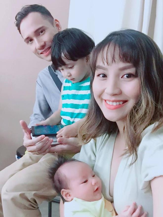 MC Khánh Ly: Nuôi 2 con bằng sữa mẹ hoàn toàn vẫn dư sữa trữ đông dù ăn rất ít - Ảnh 15.