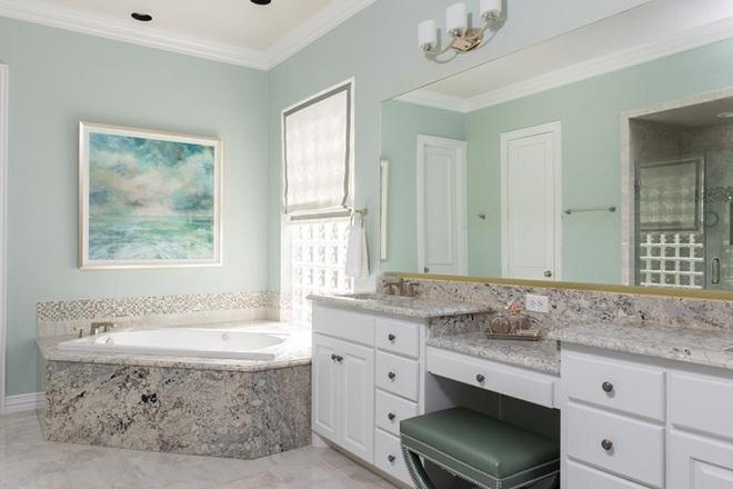Phòng tắm sẽ dịu mát hơn đến 6 độ nhờ lựa chọn thông minh này - Ảnh 1.