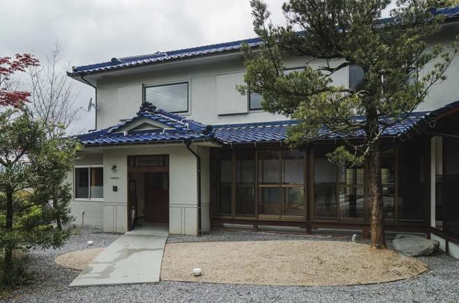 Cặp vợ chồng trẻ được thừa kế ngôi nhà truyền thống kiểu Nhật rộng gần 300m² - Ảnh 1.