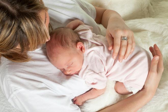 11 kĩ năng chăm sóc trẻ sơ sinh dành cho những ai lần đầu làm mẹ - Ảnh 9.