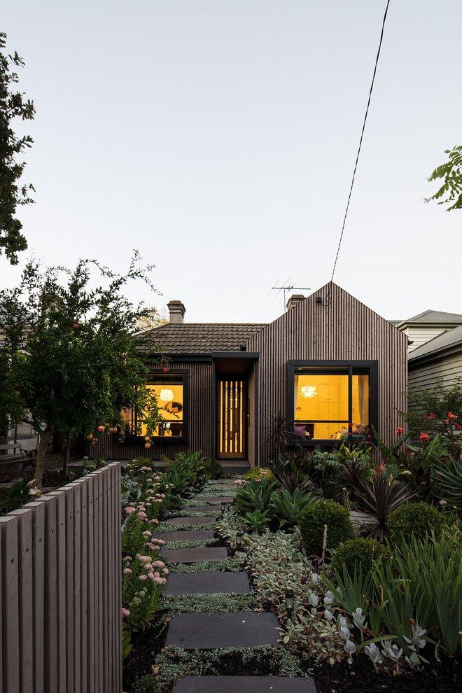 Giữa lòng thành phố mọc lên ngôi nhà kiểu nông thôn có thảm thực vật xanh mát khiến ai đi qua cũng phải ngoái nhìn - Ảnh 5.