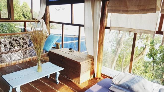 Đạo diễn trẻ bỏ Sài Gòn ra đảo sống trong căn nhà gỗ có view biển đẹp ngỡ ngàng   - Ảnh 18.