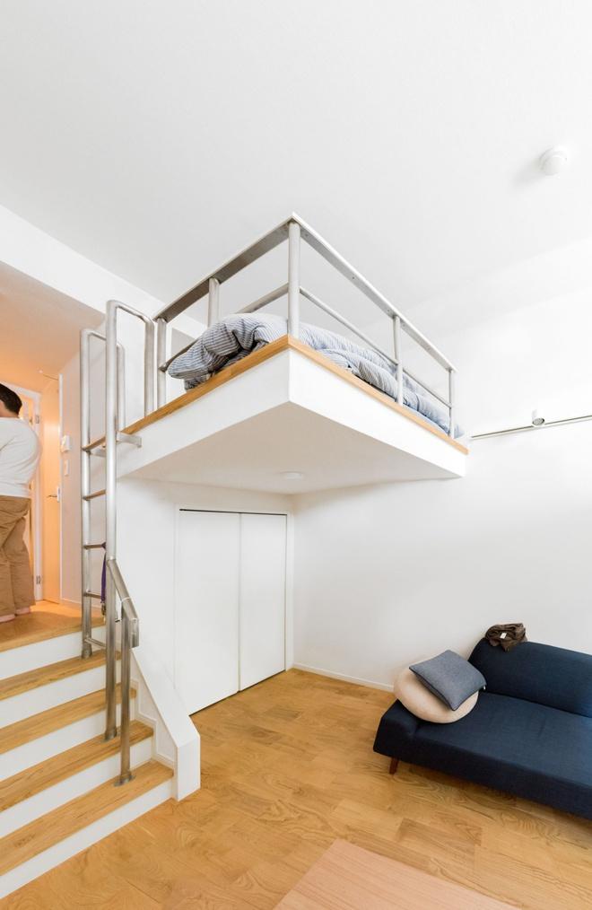 Căn hộ nhỏ chỉ vỏn vẹn 10m² trên tầng áp mái xinh vô cùng của chàng trai trẻ ở Tokyo, Nhật Bản - Ảnh 4.