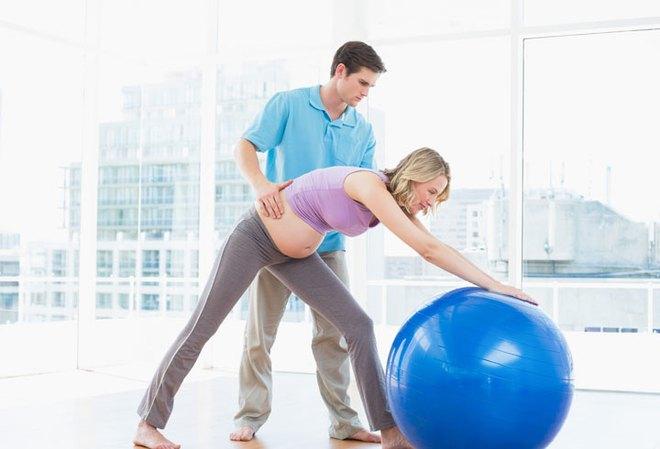 Những bài tập thể dục đơn giản giúp mẹ bầu vượt cạn bằng cách sinh thường dễ dàng, ít đau đớn - Ảnh 2.