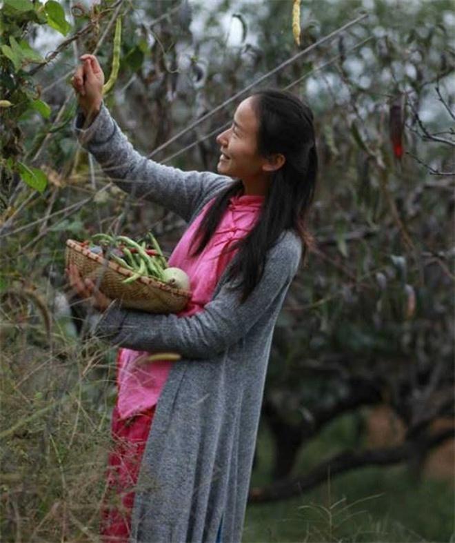 Yêu thích cuộc sống tĩnh lặng trên núi, cô gái 23 tuổi tự tay dựng ngôi nhà nhỏ, trồng rau, sống an nhàn những ngày thanh xuân - Ảnh 15.