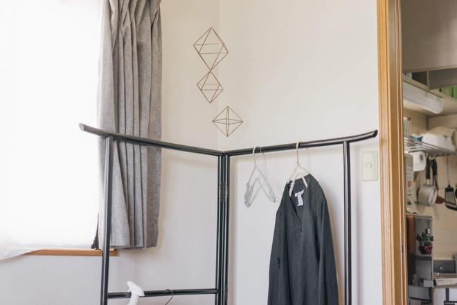 Hai chị em gái sống thoải mái trong căn hộ nhỏ xíu 25m² nhờ áp dụng nghệ thuật sắp xếp này  - Ảnh 6.