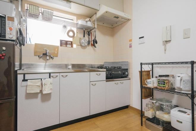 Hai chị em gái sống thoải mái trong căn hộ nhỏ xíu 25m² nhờ áp dụng nghệ thuật sắp xếp này  - Ảnh 11.
