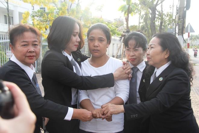 Xét xử Hữu Bê, ông lão hàng xóm nghi xâm hại bé gái 13 tuổi khiến em uất ức tìm đến cái chết - Ảnh 3.