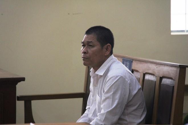 Vụ bé gái 13 tuổi tự tử nghi do hàng xóm xâm hại: VKS đề nghị mức án 6-7 năm tù cho bị cáo Hữu Bê - Ảnh 9.