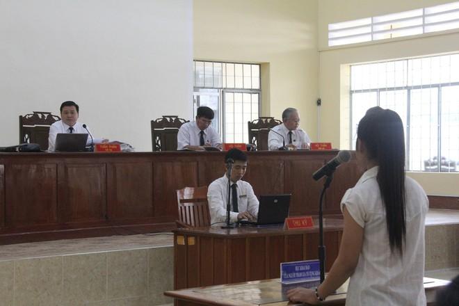Vụ bé gái 13 tuổi tự tử nghi do hàng xóm xâm hại: VKS đề nghị mức án 6-7 năm tù cho bị cáo Hữu Bê - Ảnh 3.